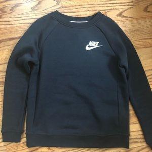 Never worn women's Nike rally crewneck sweatshirt